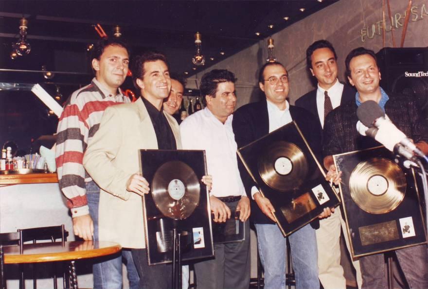 Απονομής στο «ΑΧ ΜΑΡΙΑ». Από αριστερά: Κώστας Καλημέρης, Κώστας Μπίγαλης, Άκης Τουρκογιώργης, Μπάμπης Μπίρης, Άγγελος Σφακιανάκης, Πάνος Μαραβέλιας, Αντώνης Τουρκογιώργης